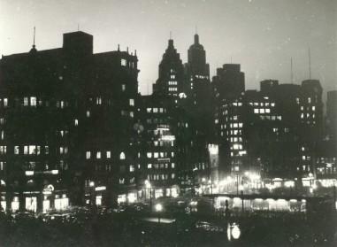 25 - visão noturna da praça da Sé