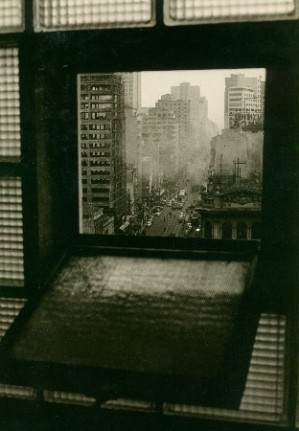 28 - av São João vista de uma janela do Banco do Brasil