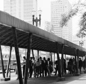 Ponto de ônibus no Anhangabaú - 1960